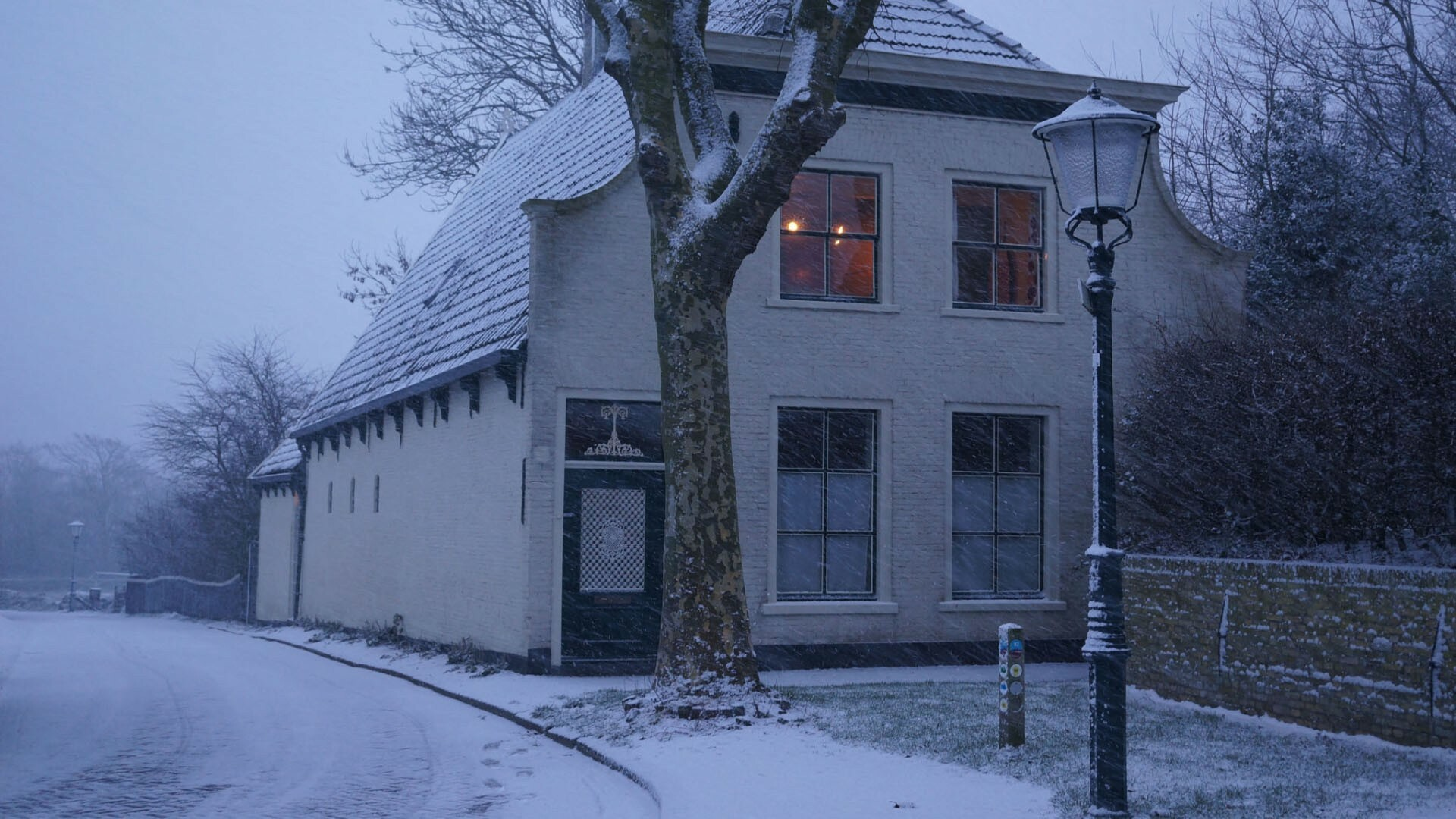 Bed en Breakfast pastorie De Waal in de sneeuw VVV Texel