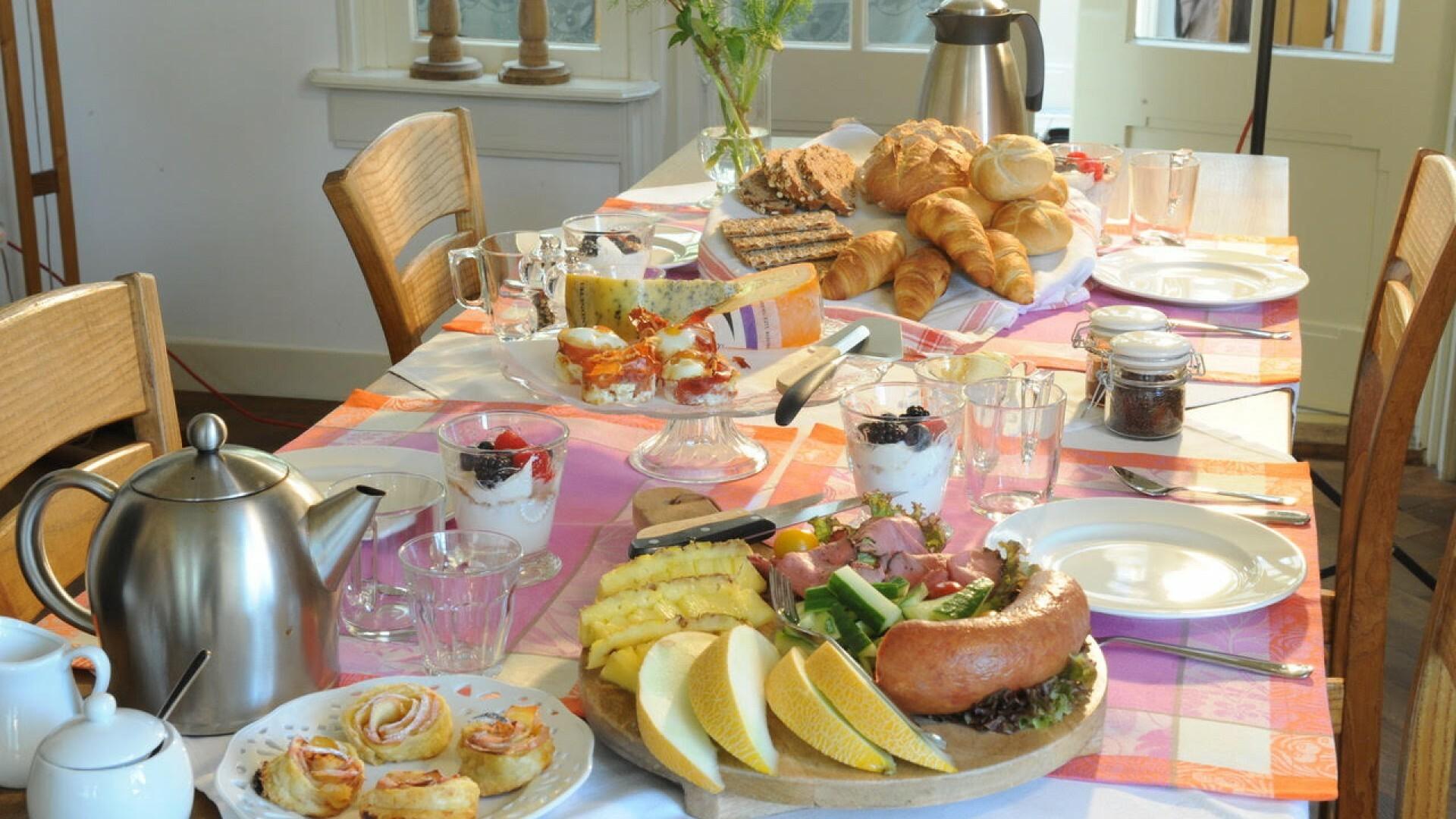 Uitgebreid ontbijt bij Bed and breakfast Bona Dea VVV Texel