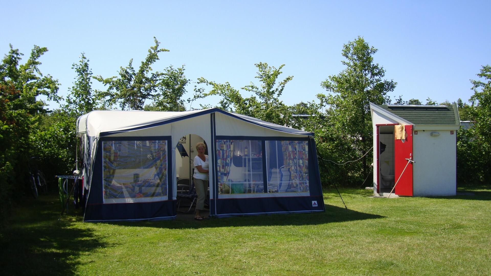 Caravan kamperen privesanitair koornaarborden VVV Texel