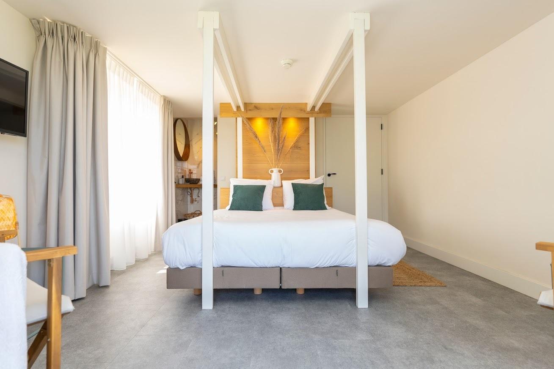 Op Oost Suite Texel Tuin hemelbed fotograaf Liselotte Schoo VVV Texel