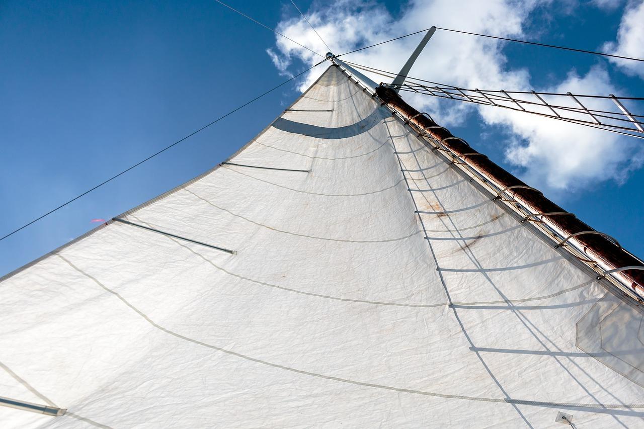 Zeil van een zeilboot VVV Texel