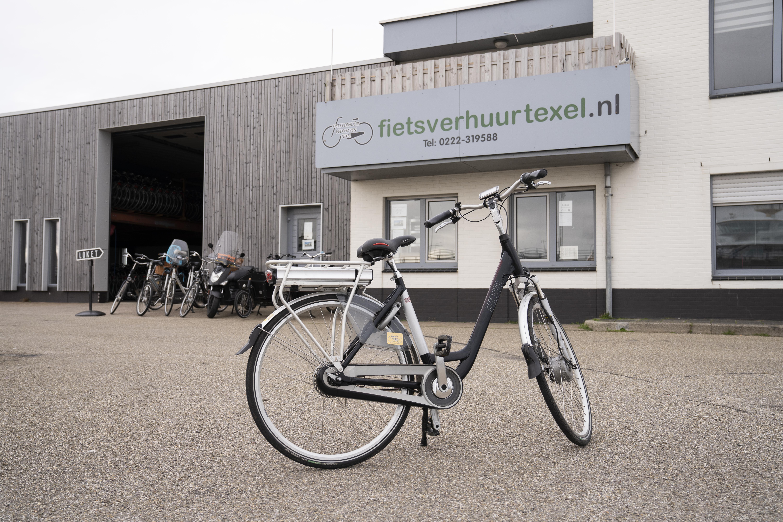 Fiets voor fietsverhuur fotograaf Liselotte Schoo VVV Texel
