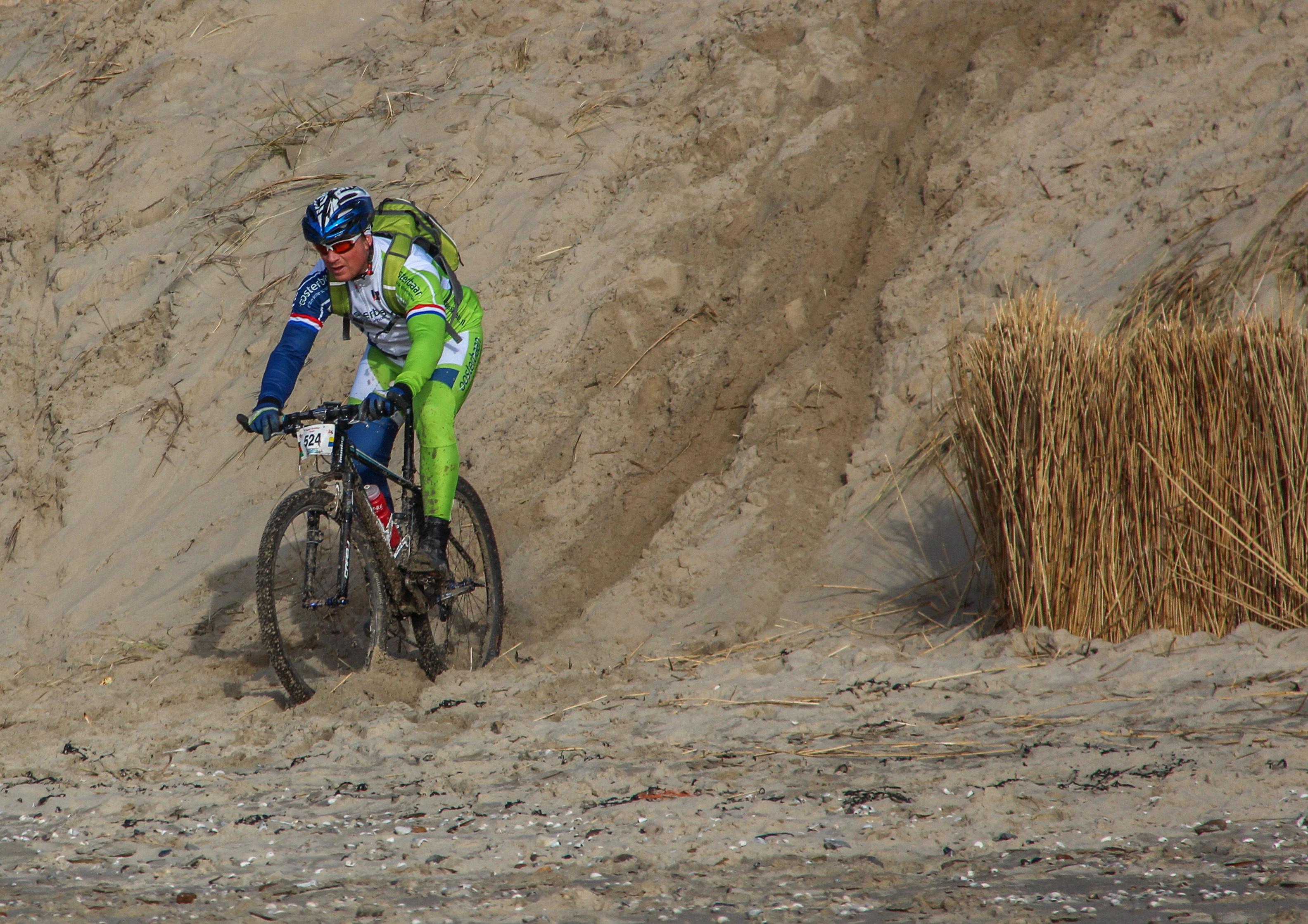 Mountainbiken door de duinen VVV Texel Mary Stomph