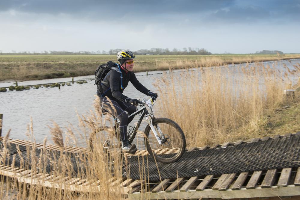 Mountainbiken tijdens evenement op Texel VVV Texel fotograaf Liselotte Schoo