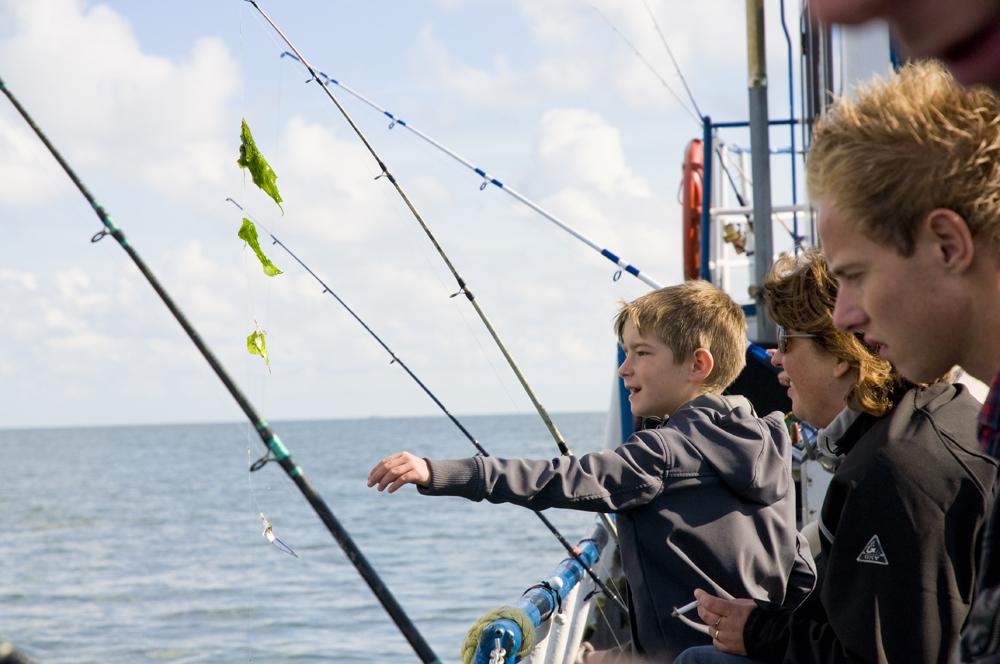 Vissen vangen op een boot VVV Texel fotograaf Liselotte Schoo