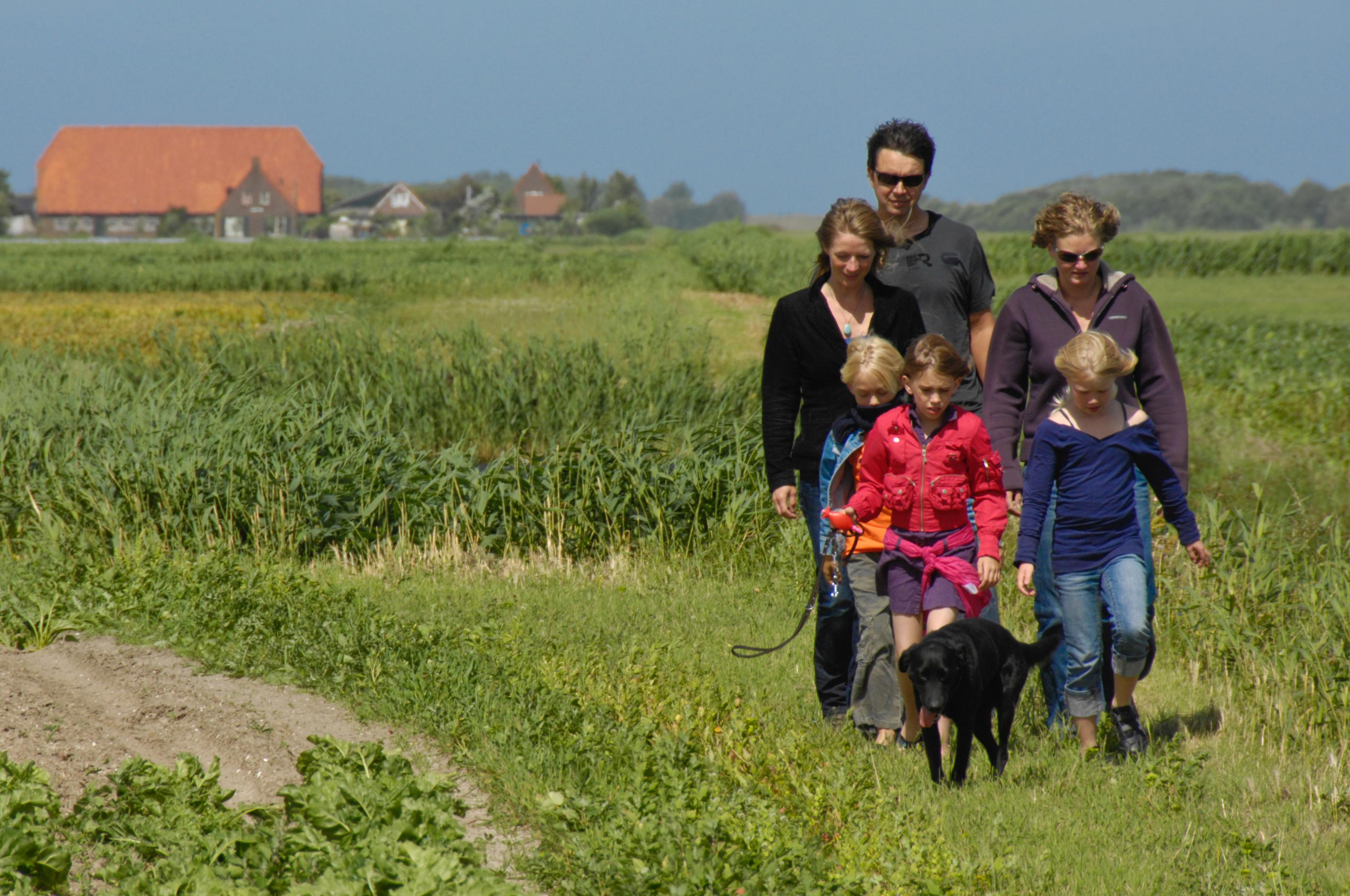 Gezin wandelen Eierland VVV Texel fotograaf Texel Images