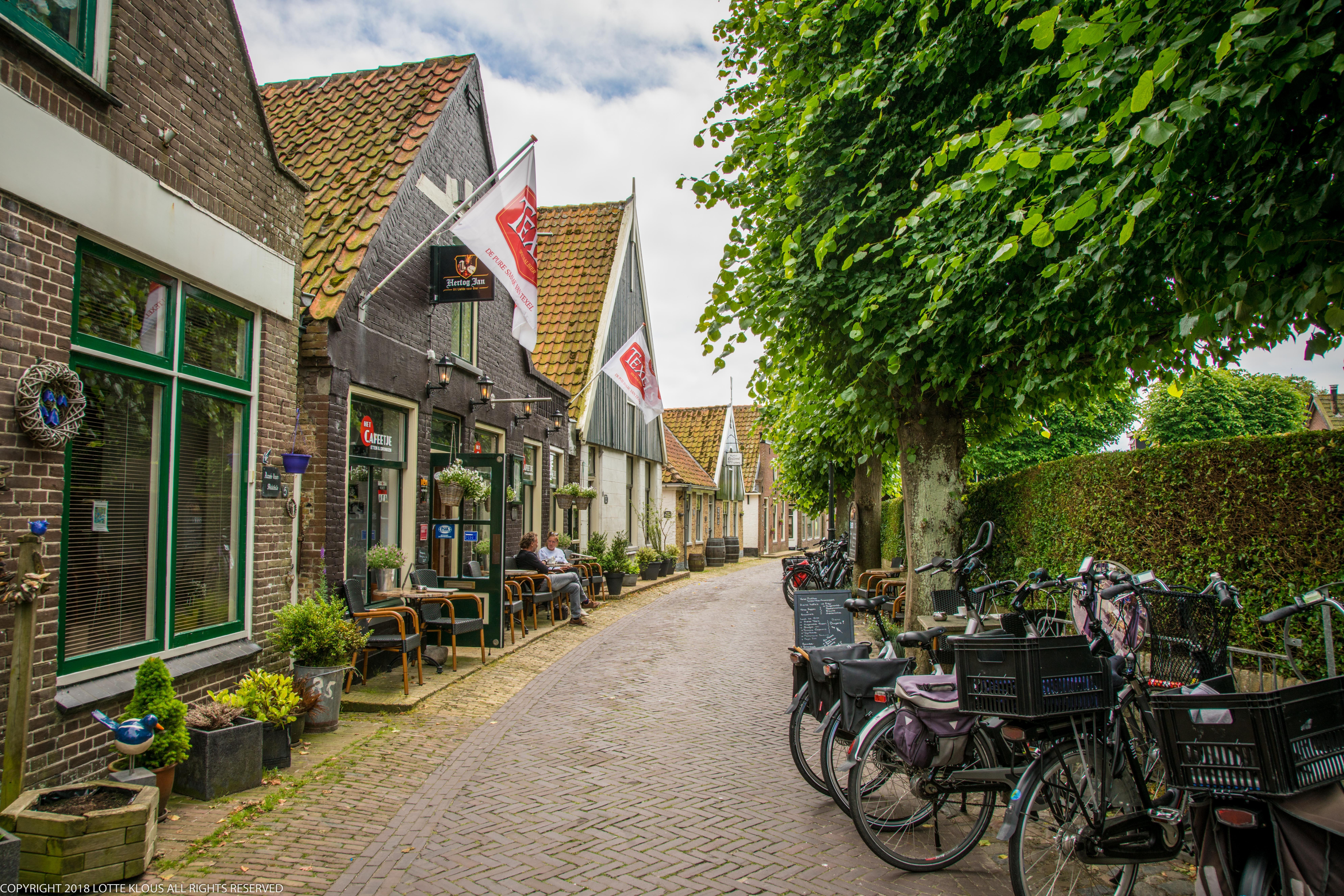 Straat in Oosterend VVV Texel fotograaf Lotte Klous