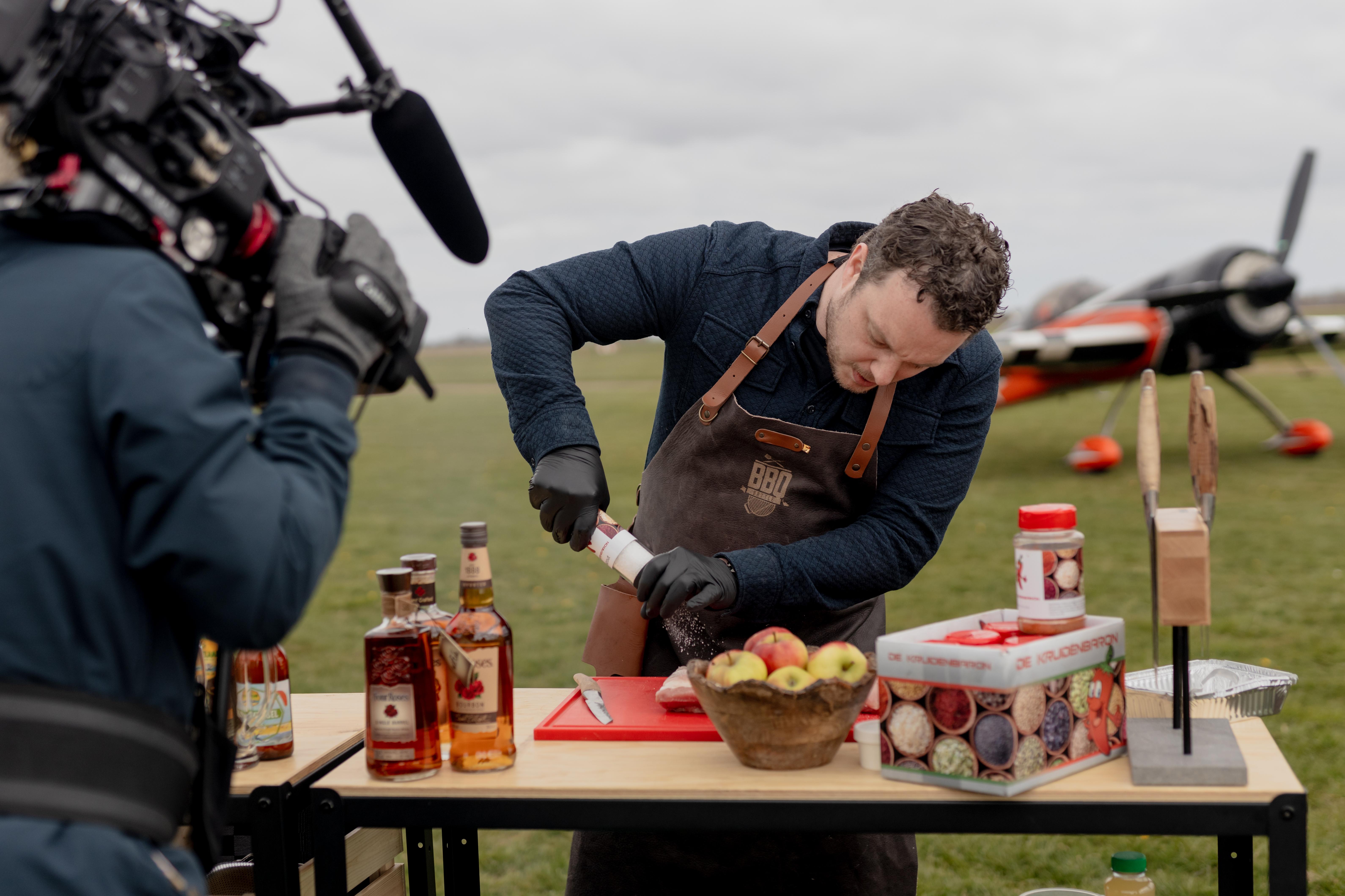Robin Koenen aan de slag tijdens de BBQ Battle