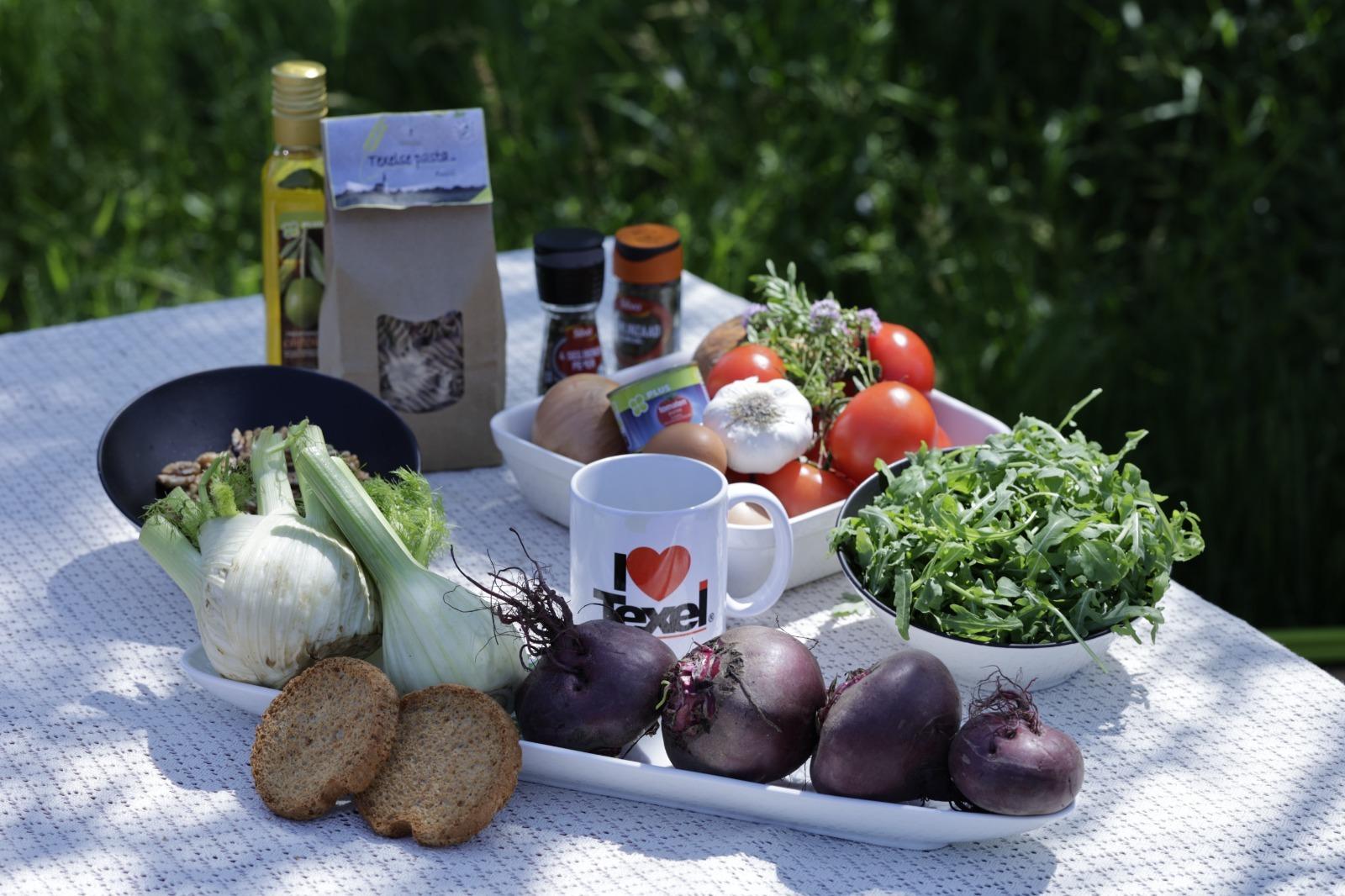 Ingredienten voor gerecht met lamsgehaktballetjes in tomatensaus VVV Texel