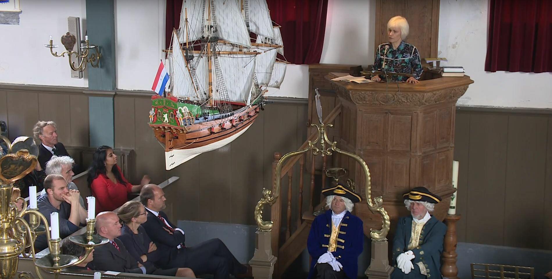 Marli Huijer tijdens haar voordracht Rede van Texel VVV Texel