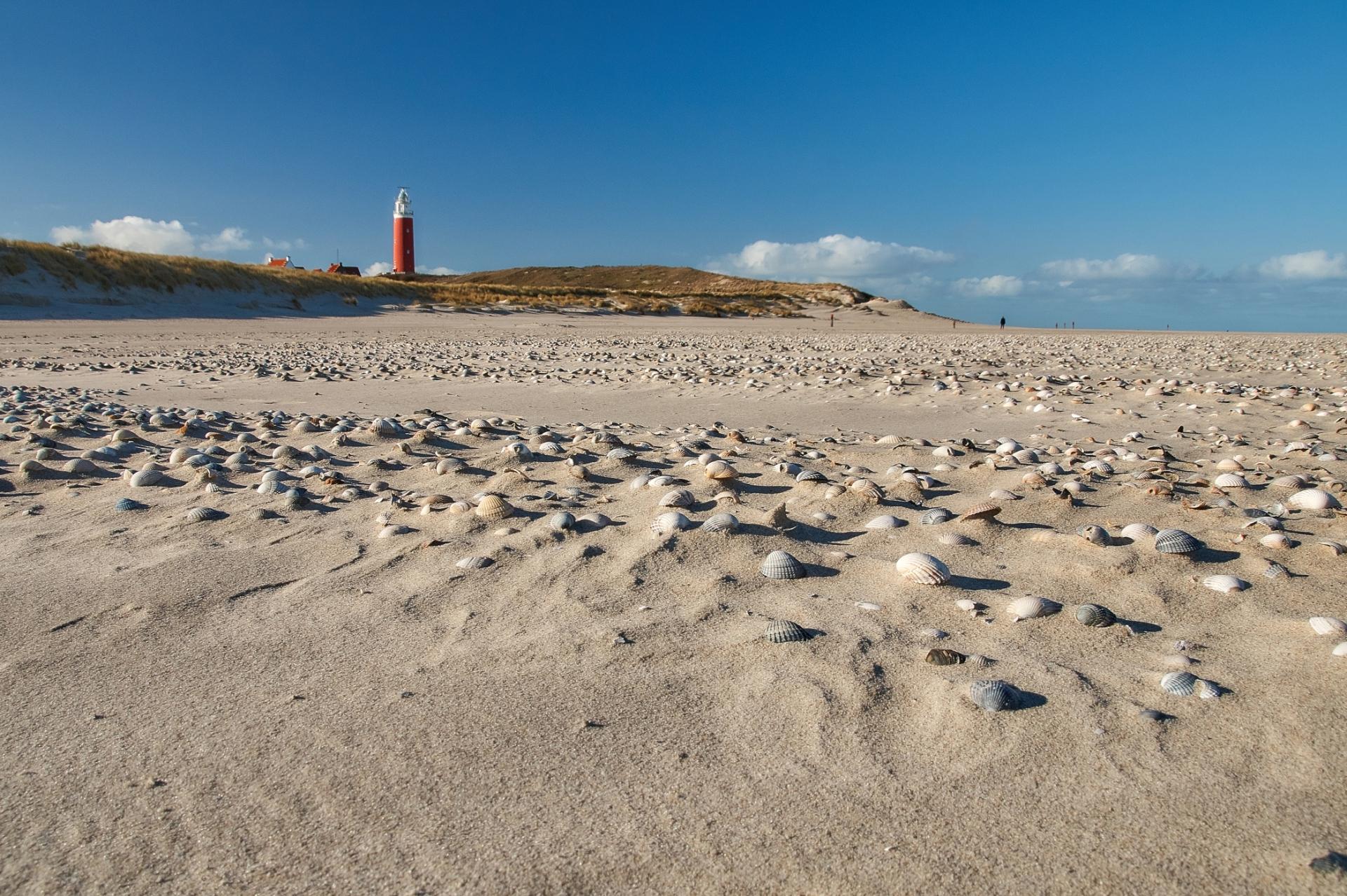Vuurtoren met zandstrand VVV Texel fotograaf Justin Sinner