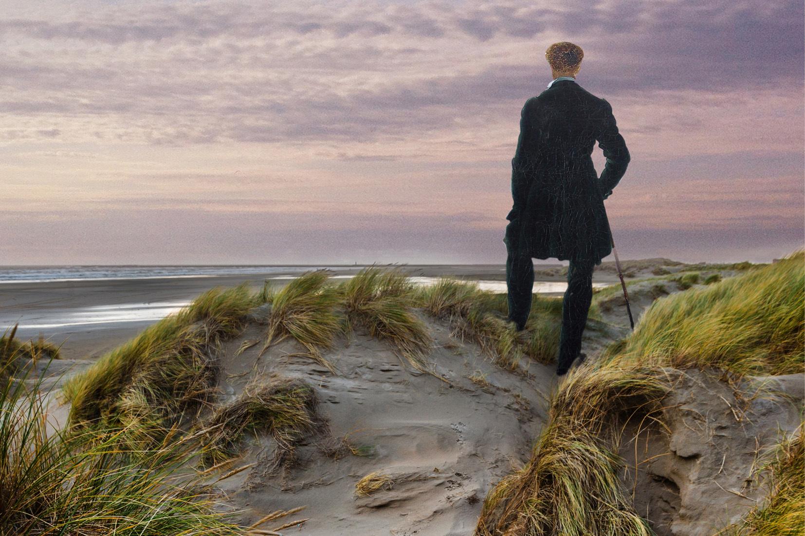 De eerste wandelaar Pieter Kikkert op de duinen VVV Texel