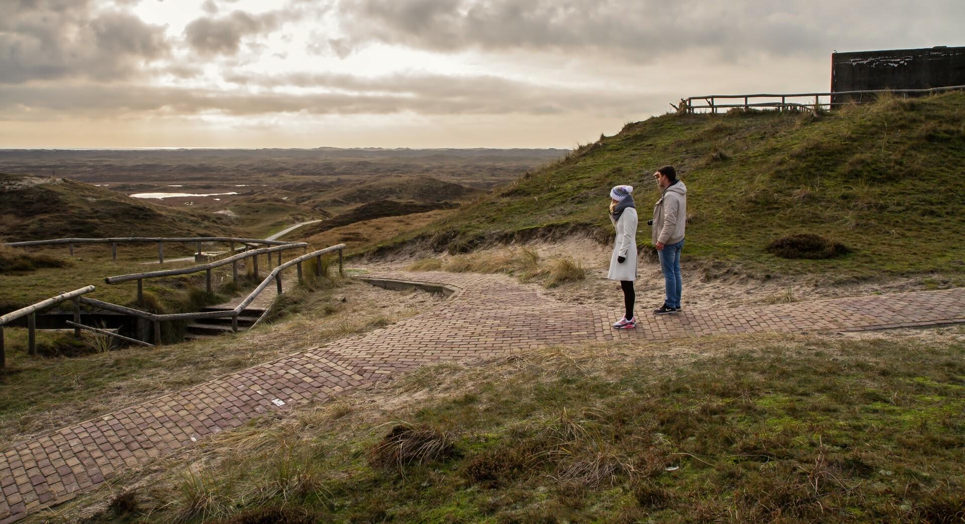 Wandelen bij de bunker Den Hoorn bij De Geul VVV Texel fotograaf Justin Sinner