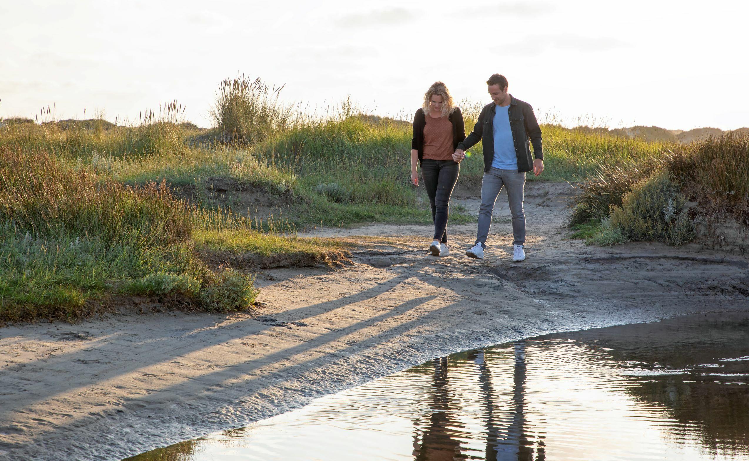 Romantisch wandelen door De Slufter VVV Texel fotograaf Justin Sinner