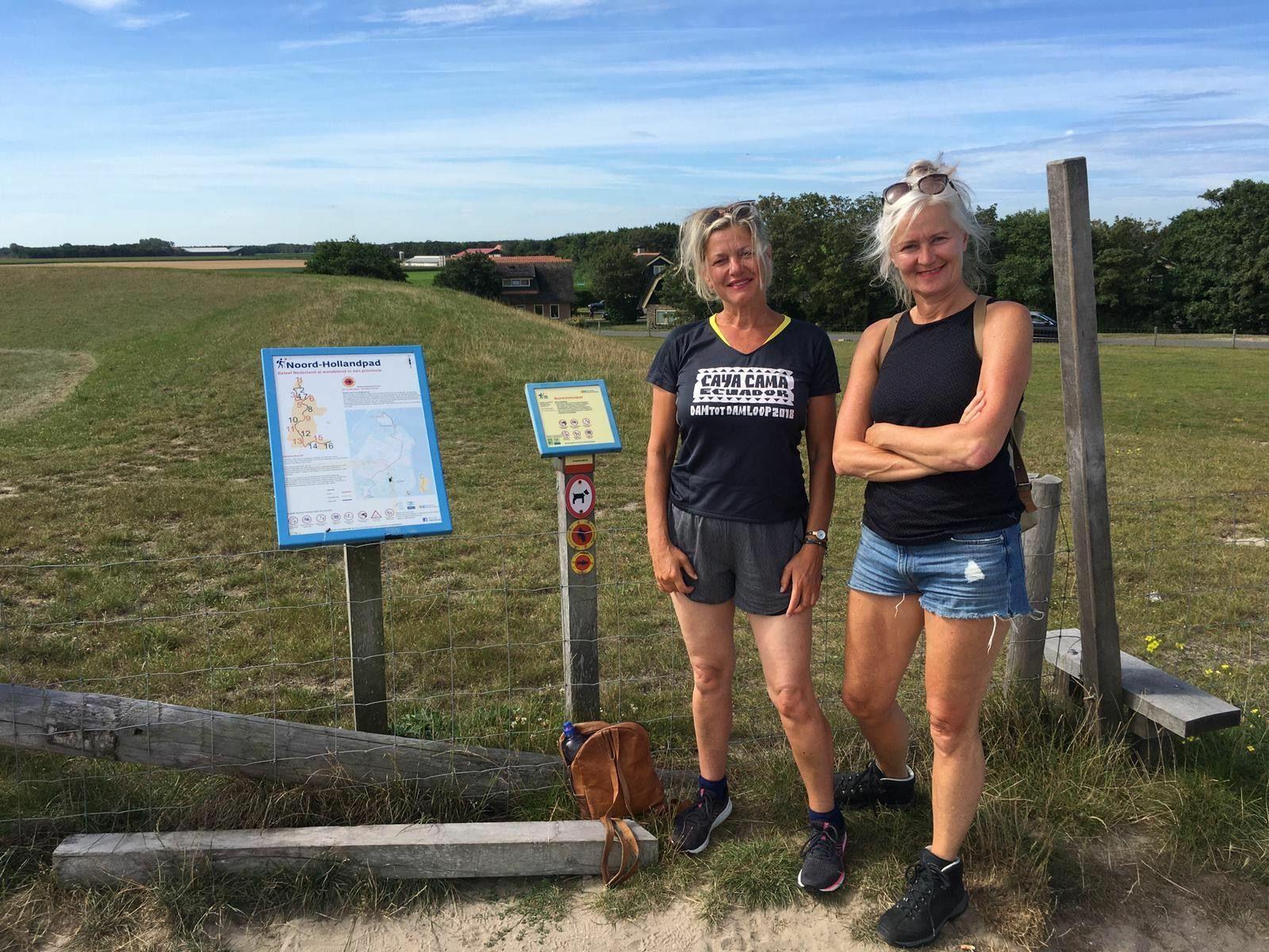 Wandelaars wandelen het Noord Hollandpad op Texel VVV Texel