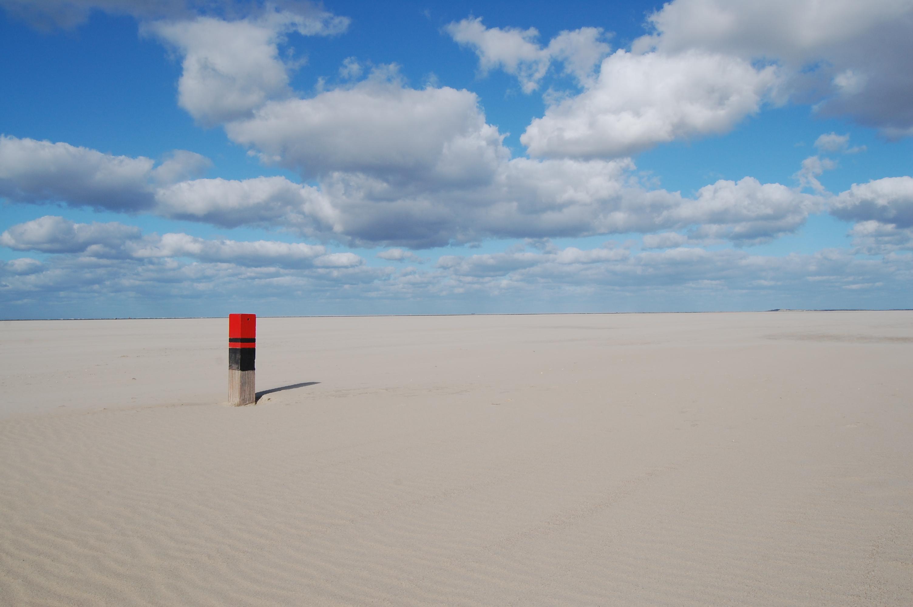 Strandpaal op het strand VVV Texel