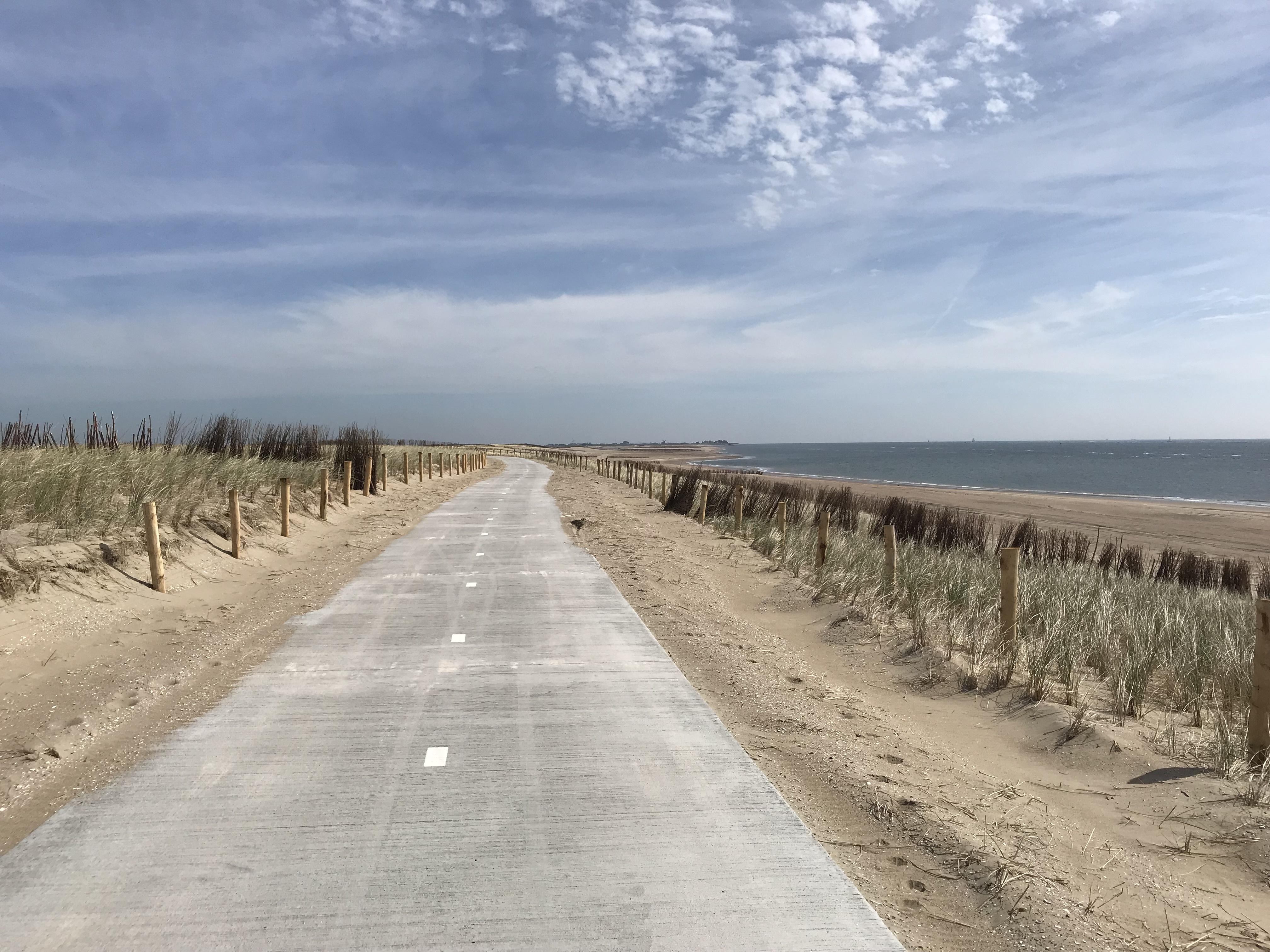 Nieuw fietspad in nieuw natuurgebied Prins Hendrikzanddijk VVV Texel